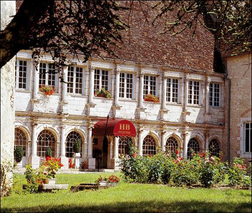 Nuit Saint Georges Hotel